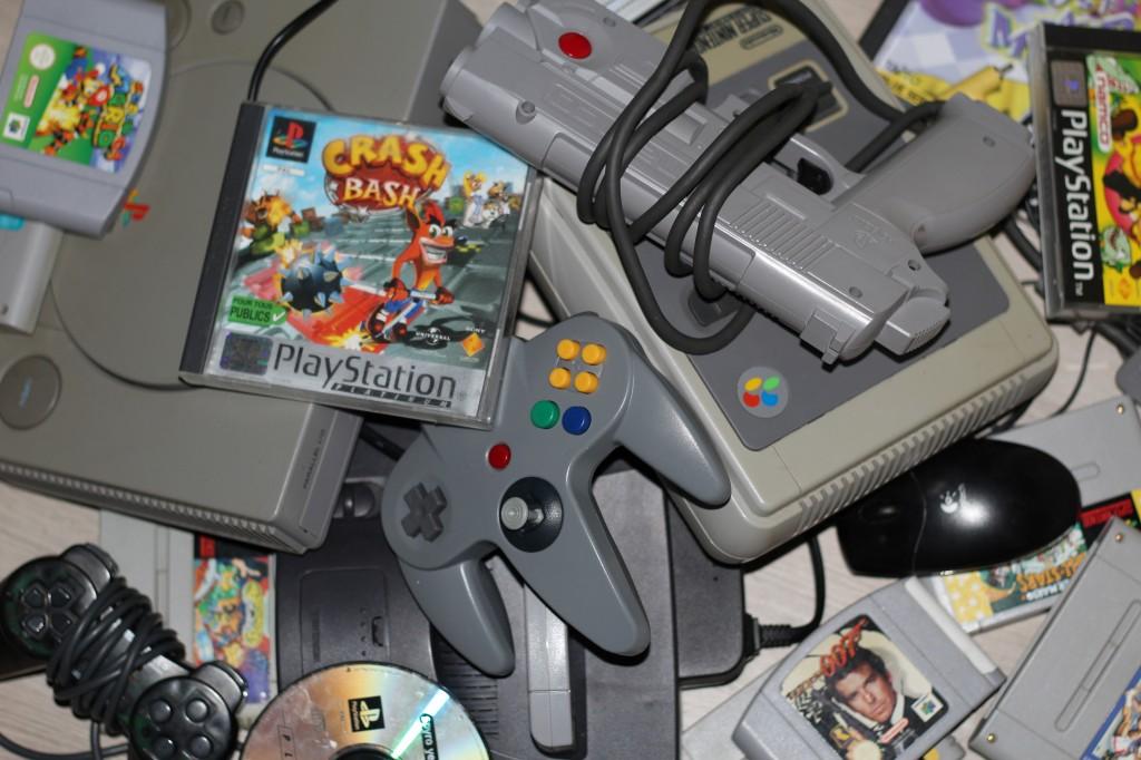 des consoles, des contrôleurs et des jeux